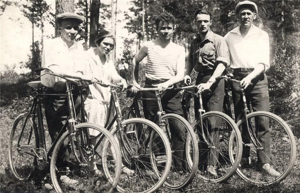 Алексей Косыгин с невестой и друзьями в Новосибирске в 1928 году
